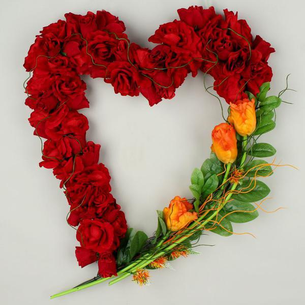 Walentynkowe serce ze sztucznych róż