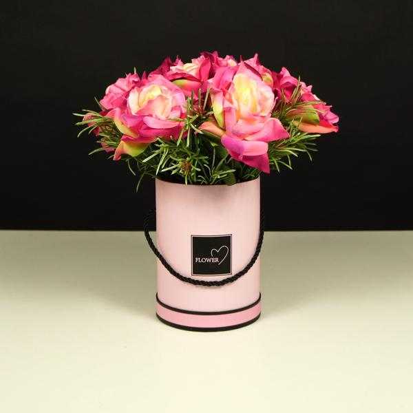 Elegancki Flower Box z różowymi różami, czyli modne kwiaty w pudełku