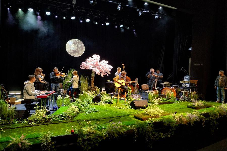 Florystyczne aranżacje Bomm tłem dla jubileuszowej trasy koncertowej Anity Lipnickiej