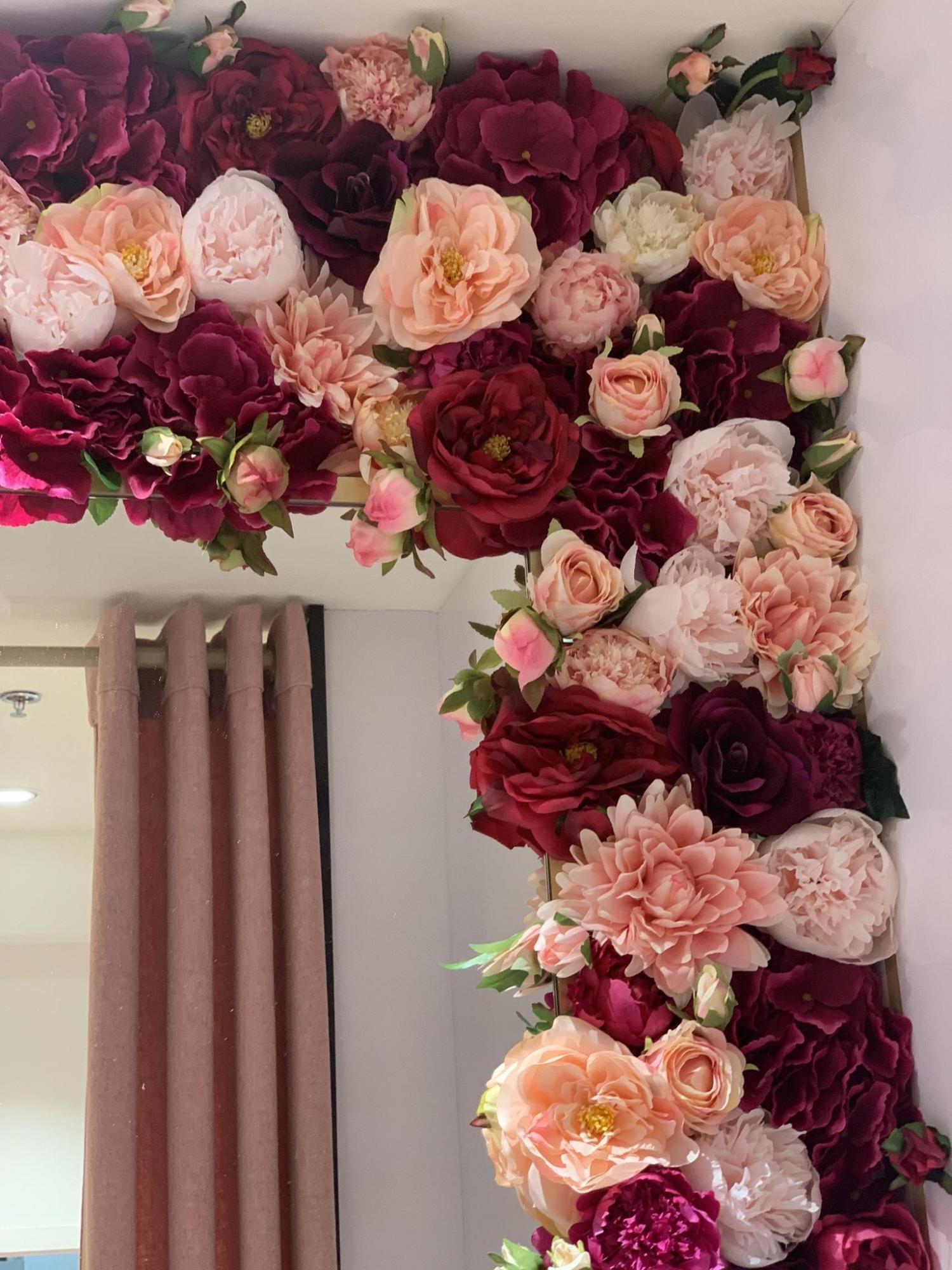 Kwiatowa aranżacja Bomm w sieci sklepów Etam